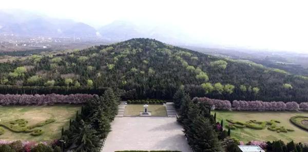 秦始皇自13岁即位就开始为他在骊山修建陵墓 图为秦始皇陵