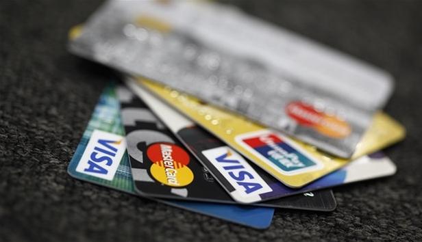 使用信用卡消费是一种借钱消费的行为,不能把信用卡的额度当做自己的钱,在使用信用卡时按照它的规定了,否则吃亏的只能是自己。想薅(hao)银行的羊毛人很多,小M还没见有谁成功过。