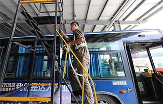 退伍兵当车载空调维修工 检修公交13000辆次