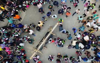 山里的喜丧,百桌宴近200_中国人的一天_腾讯新闻_腾讯网