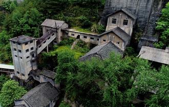废弃汞矿隐匿深山_中国人的一天_腾讯新闻_腾讯网
