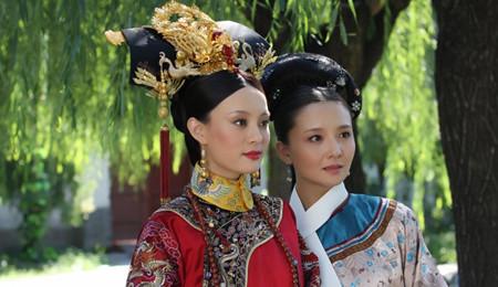 我们现代人,少一点不要紧,老佛爷不行啊,因为头发少,那些簪环钗坠,就无法上头了。
