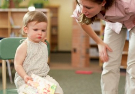 """""""原生家庭决定论""""加剧了现代父母的育儿压力"""