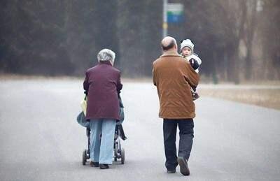 在中国,隔代抚养非常普遍