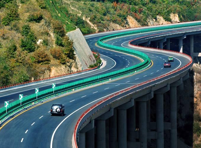 截止2016年,全国高速公路共计130973公里