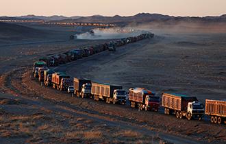 【鹅眼】往中国送趟煤 蒙古国司机要在路上堵一周