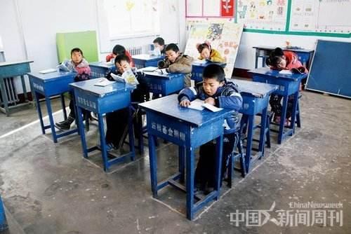 农村学校孩子减少是少子化现象蔓延的典型例证,图片来自中国新闻周刊