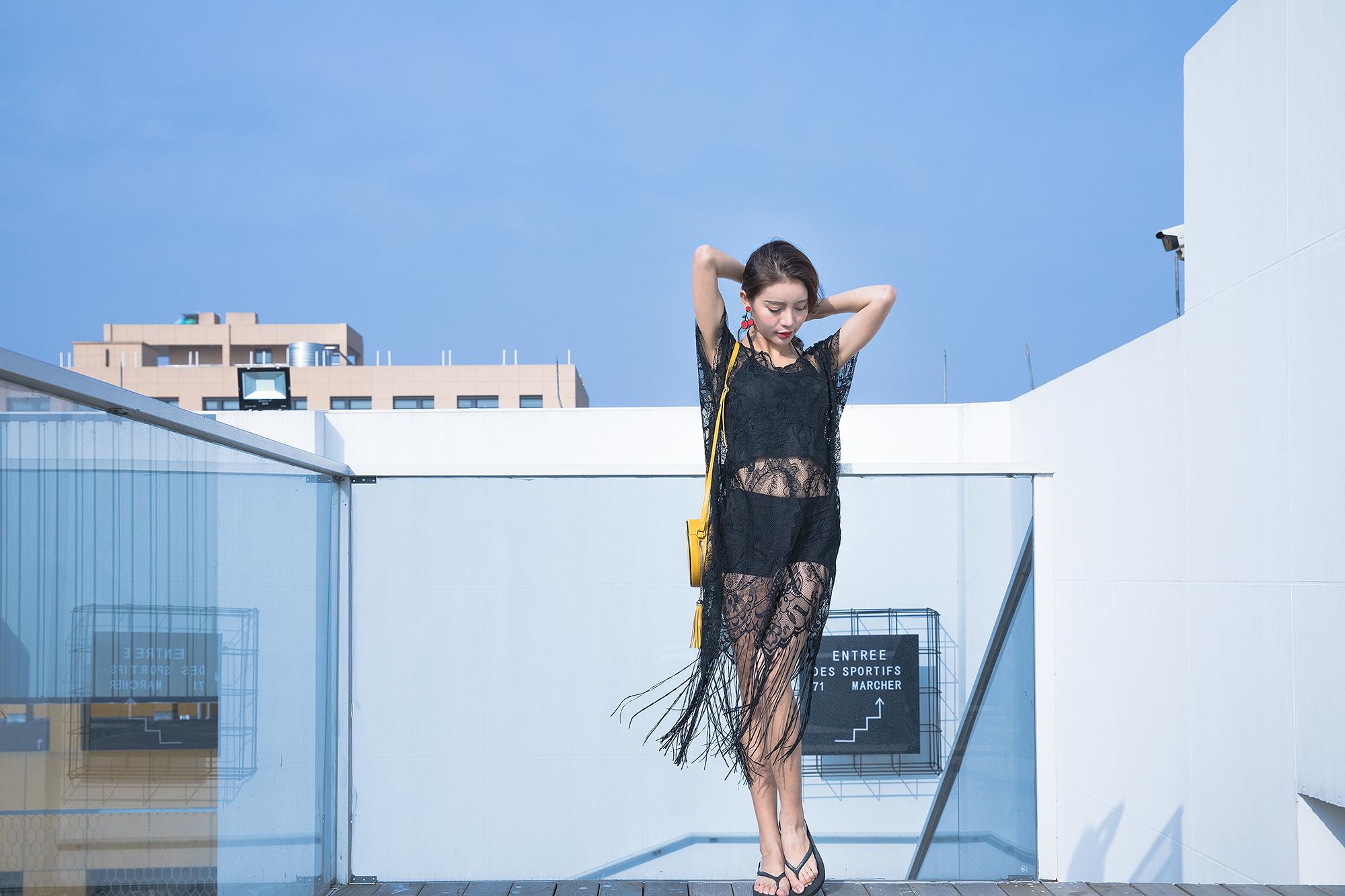 冬穿泳装夏穿皮草 24岁反季节模特为父母在上海买房