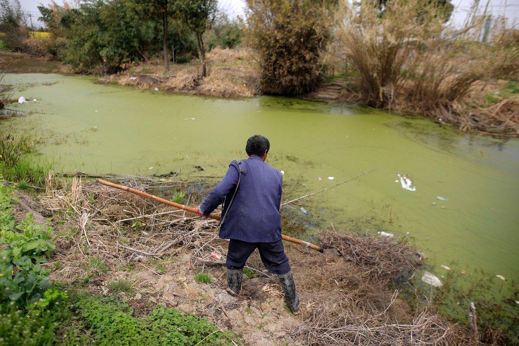 不管是地表水还是地下水都面临着污染的威胁