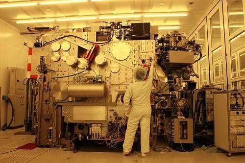 荷兰ASML公司生产的极紫外光刻机(EUV)