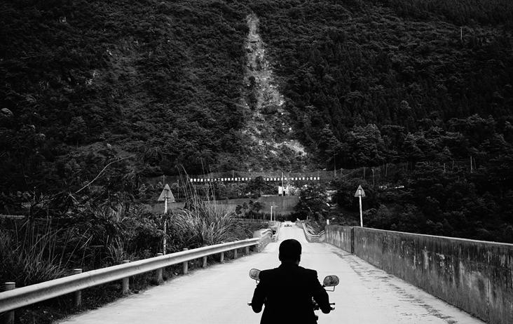 【在线影展】重返北川 废墟中的黑白世界