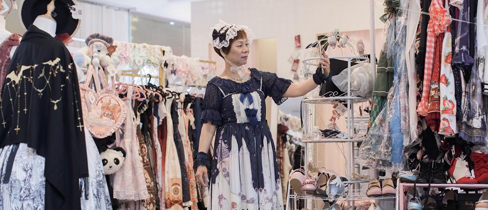 中国最老洛丽塔:60岁阿姨穿蓬蓬裙 治好了女儿的抑郁症
