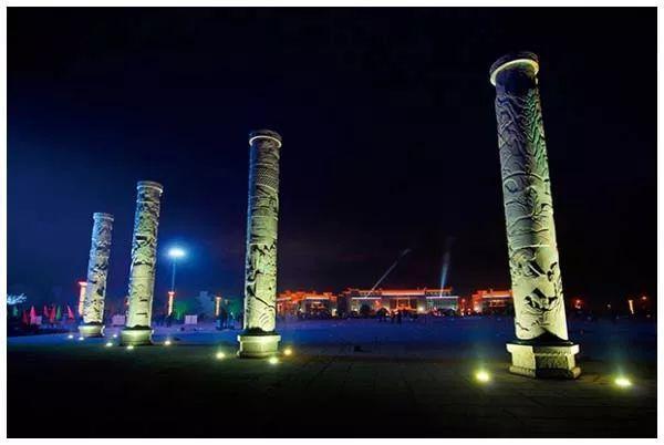 汝城县爱莲广场上的图腾石柱