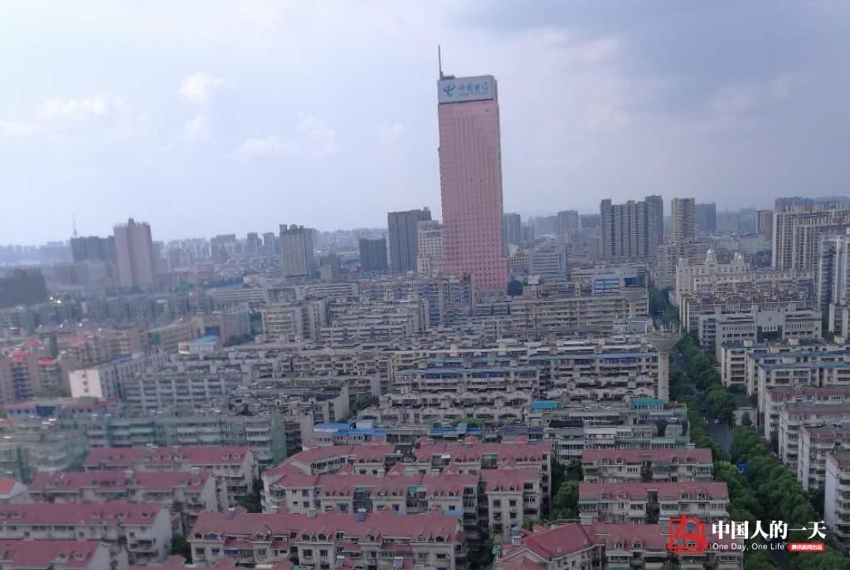 中国人的一天第3144期:空调蜘蛛人的平凡梦想