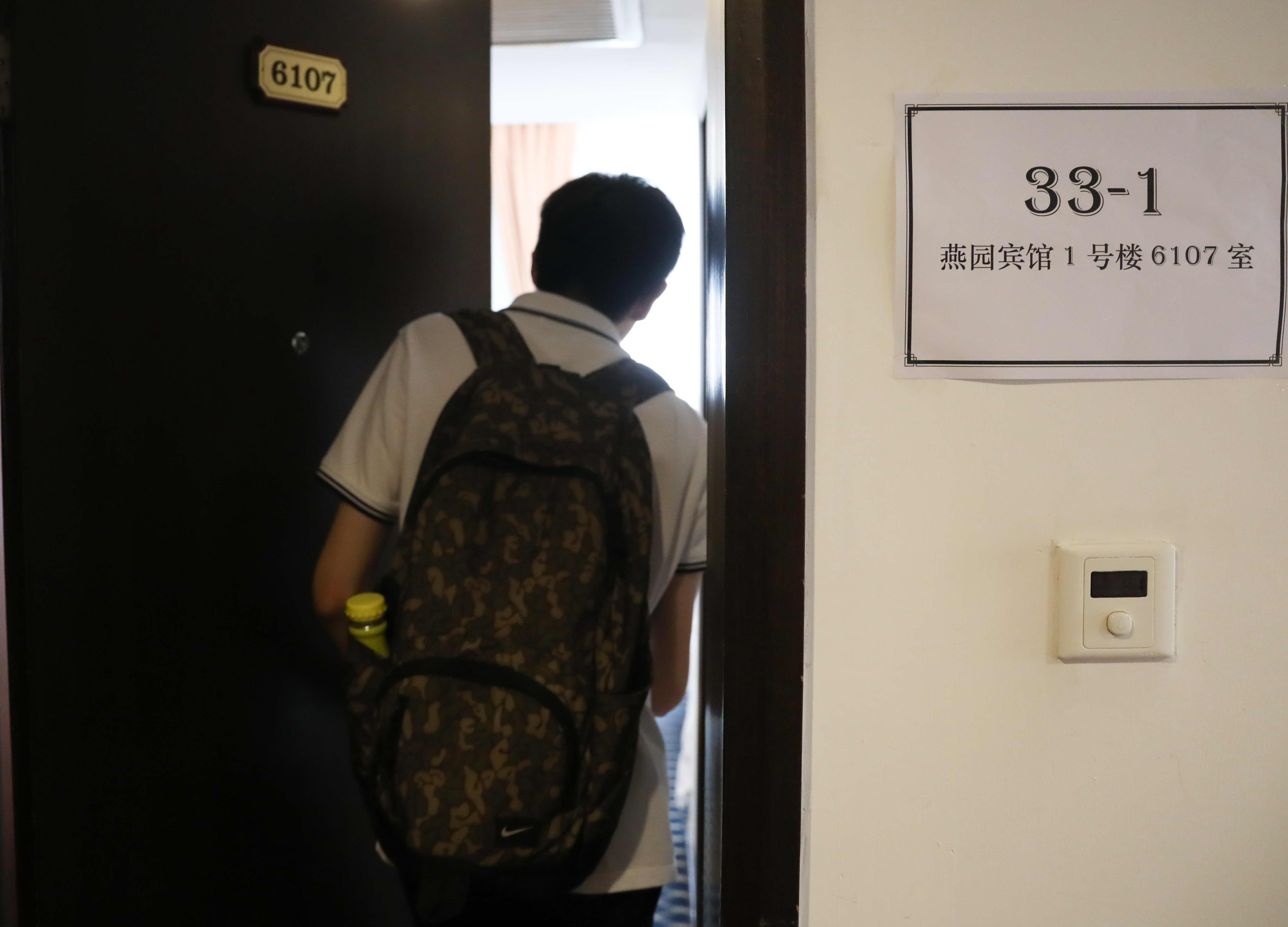 参加复旦大学综合评价录取改革试点校测面试的考生进场