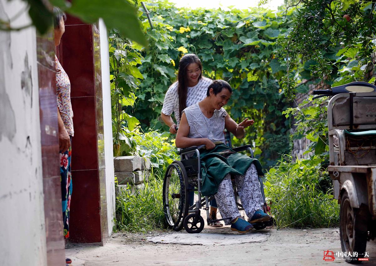 中国人的一天第3170期:她照顾植物人哥哥16年未嫁