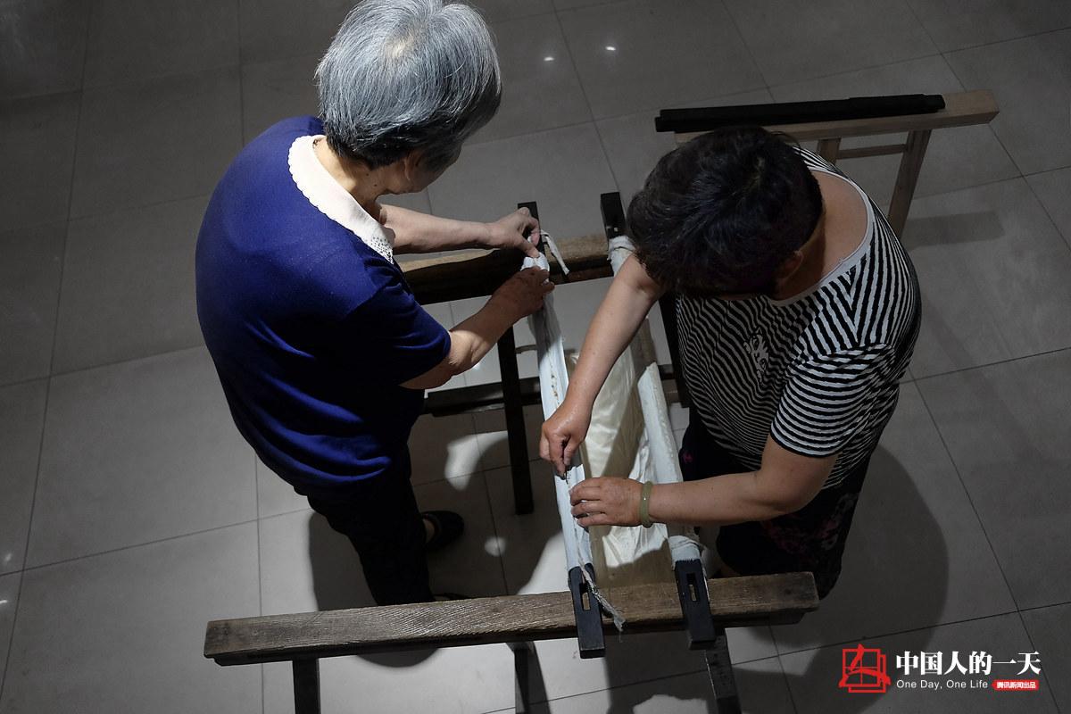 中国人的一天第3220期:汴绣皇后83岁双手仍光滑细软