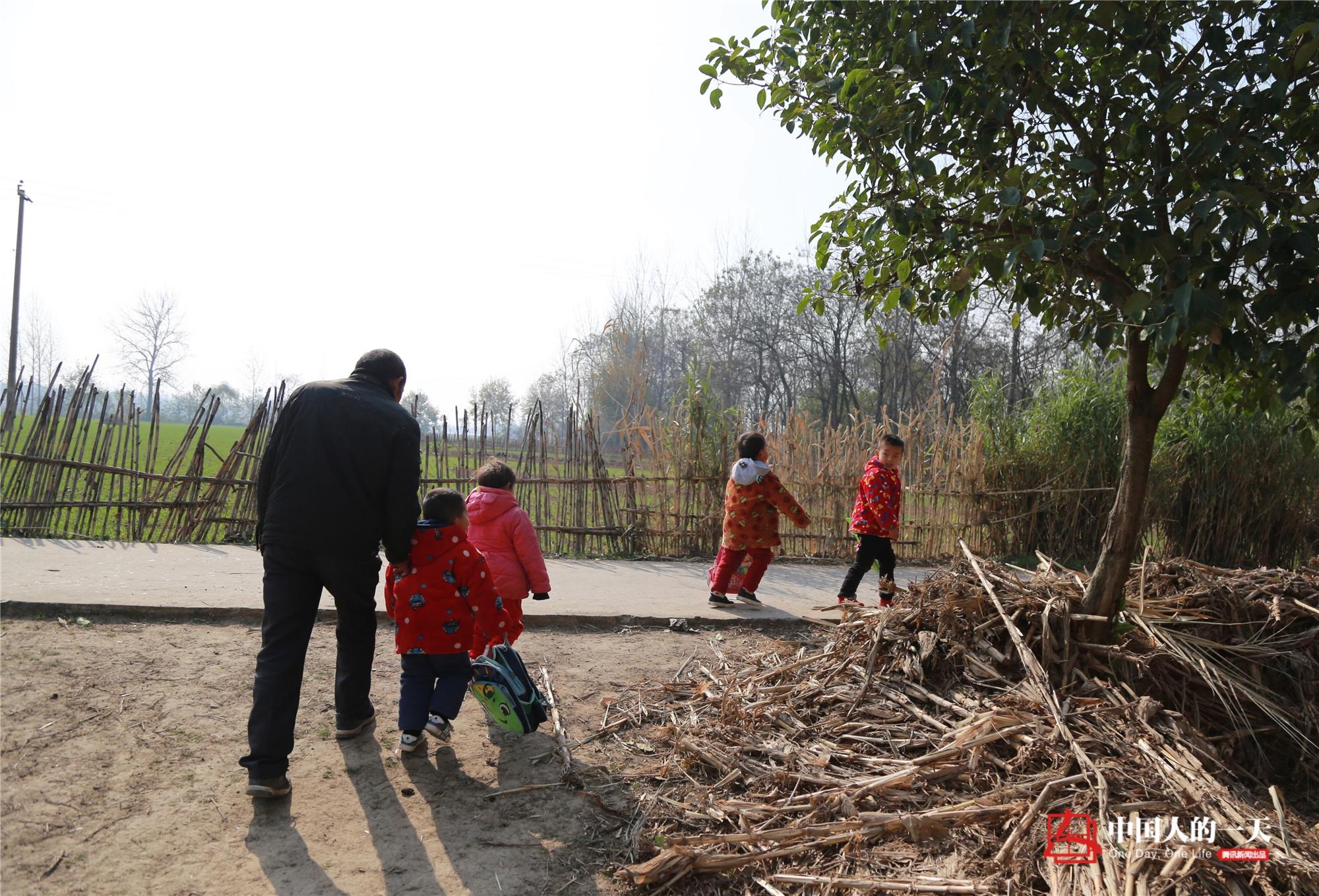 """中国人的一天第3224期:50年""""孤岛学校""""戛然而止"""