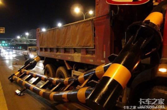 在河南巩义一起交通事故中,一位95年生的卡车司机不幸身亡