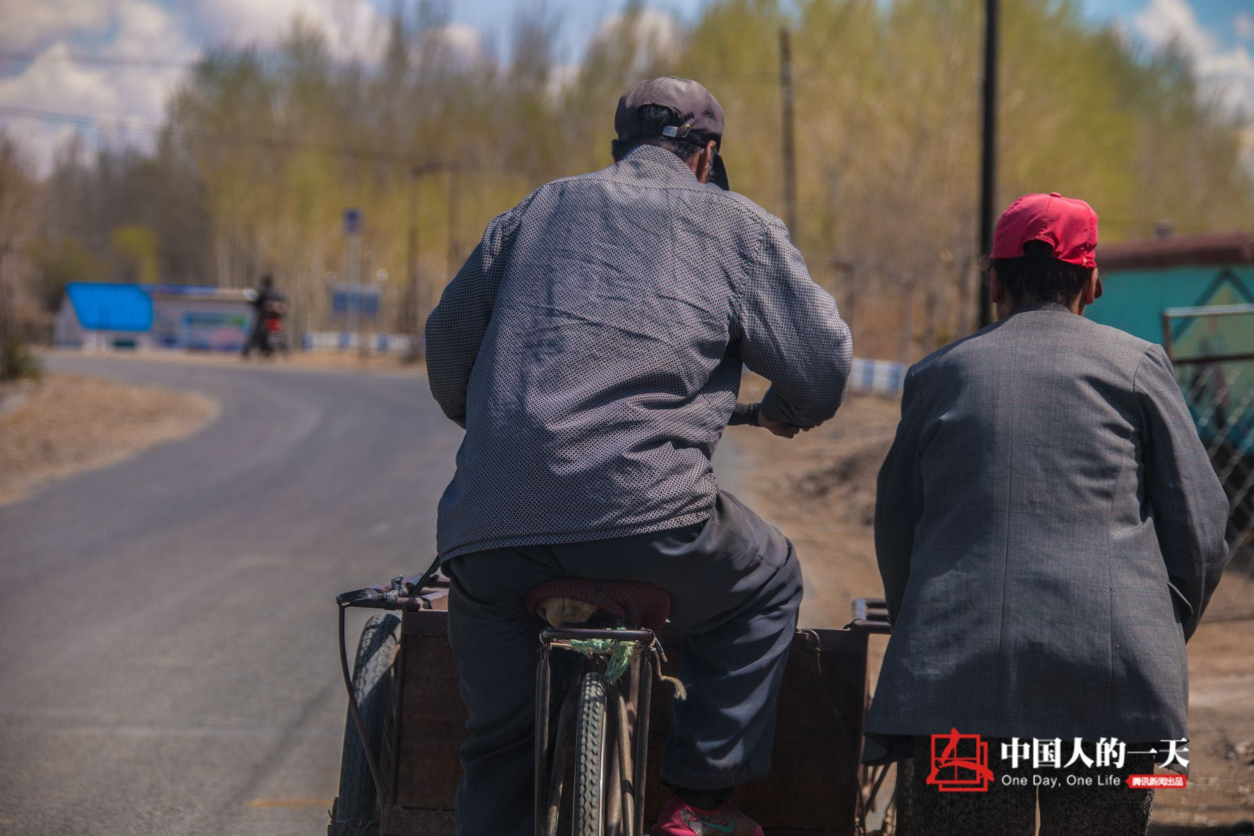 中国人的一天第3232期:57岁农妇带智力障碍兄弟脱贫