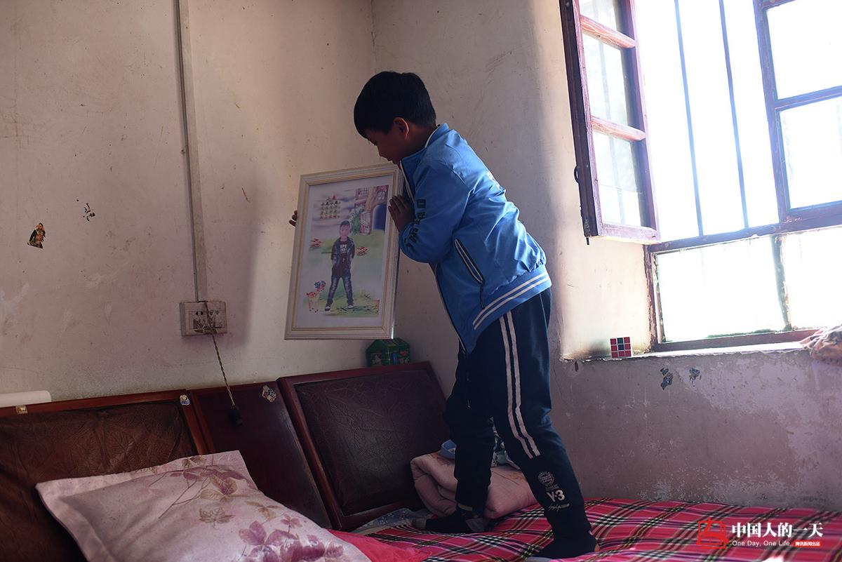中国人的一天第3231期:爸爸尘肺病 7岁男童成男子汉