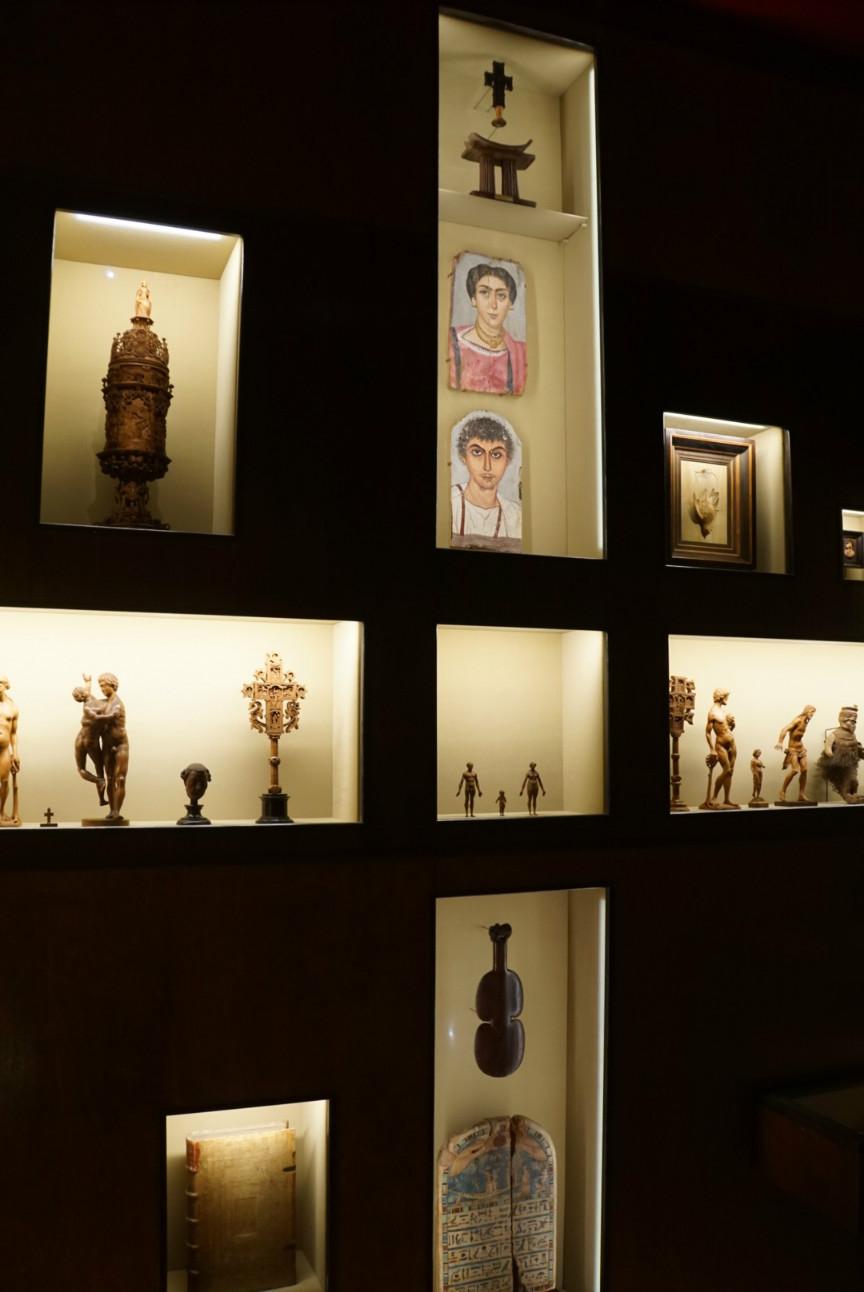 木雕房间被排布成十字架的样子