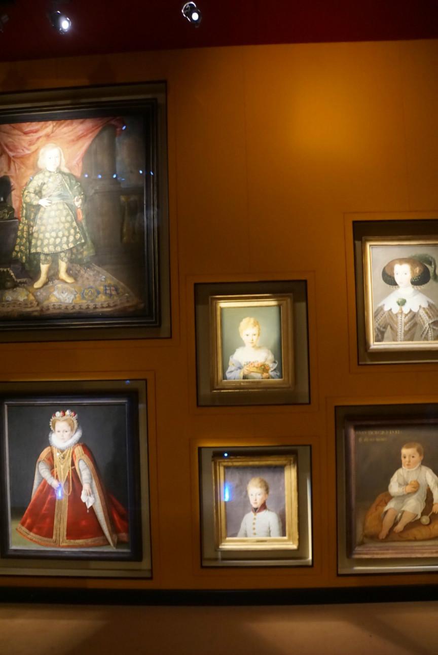 肖像画中的孩子£¬被迫穿着大人的衣服