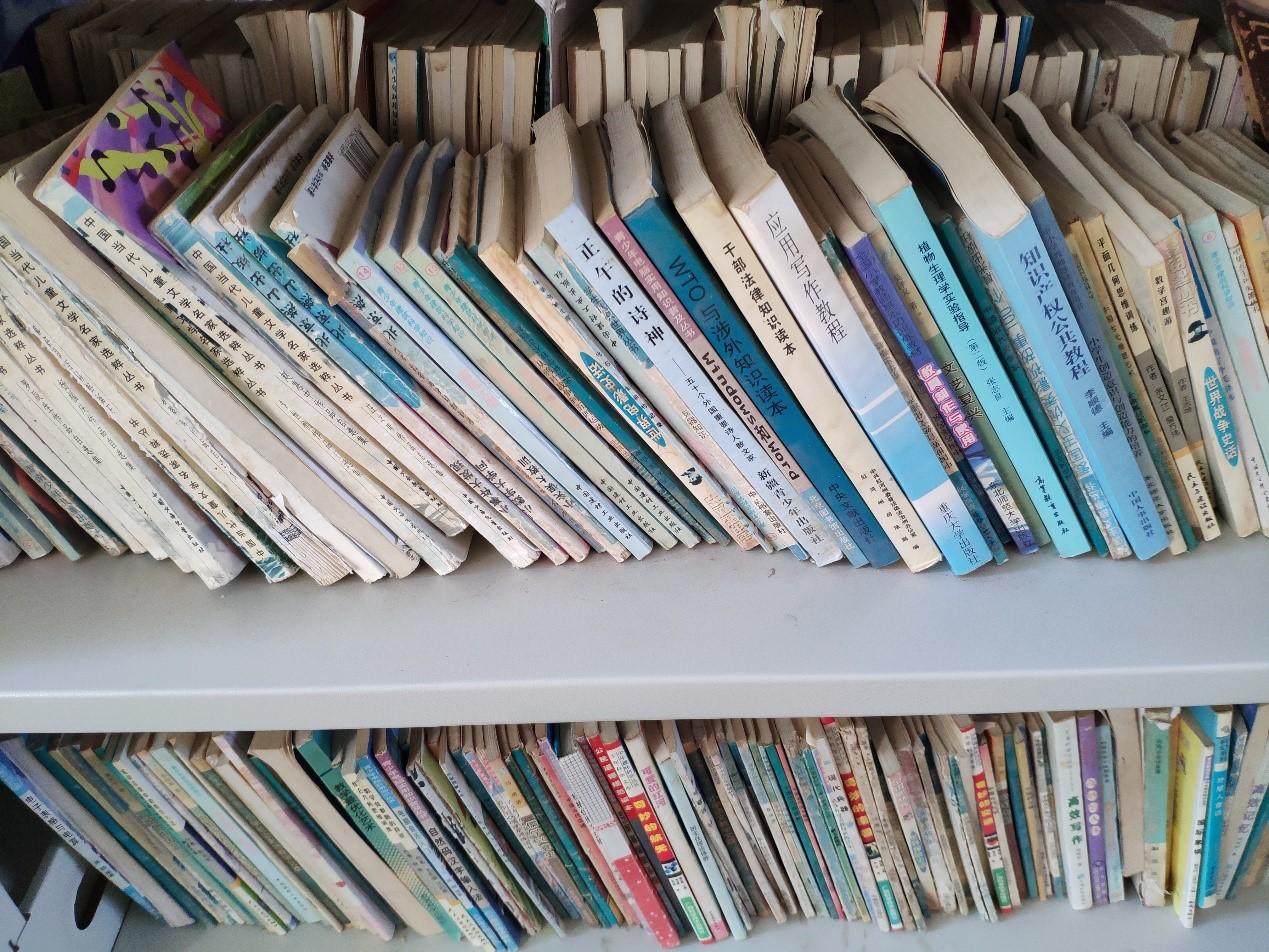 公务员用书与儿童文学混杂一处
