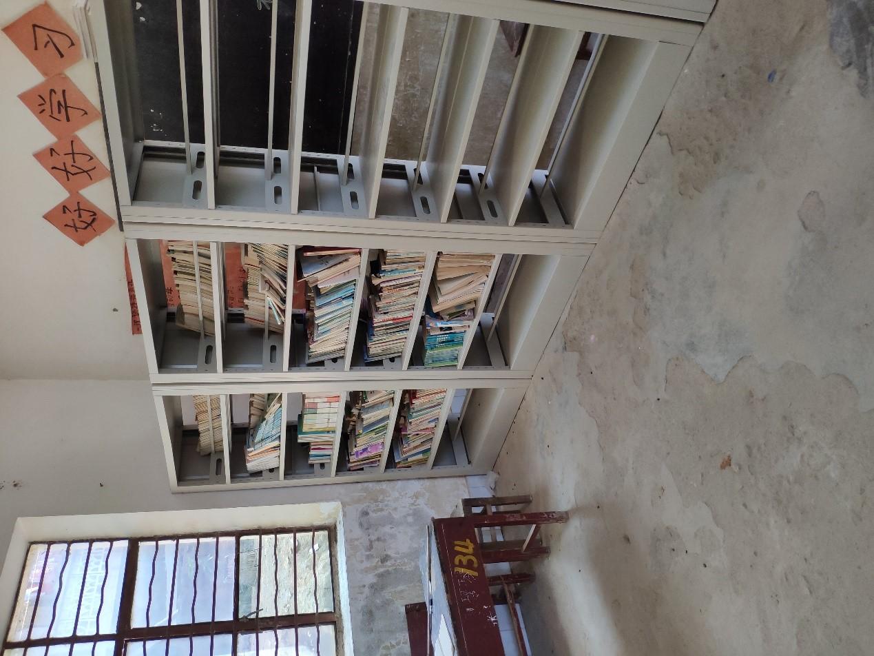某村小图书室