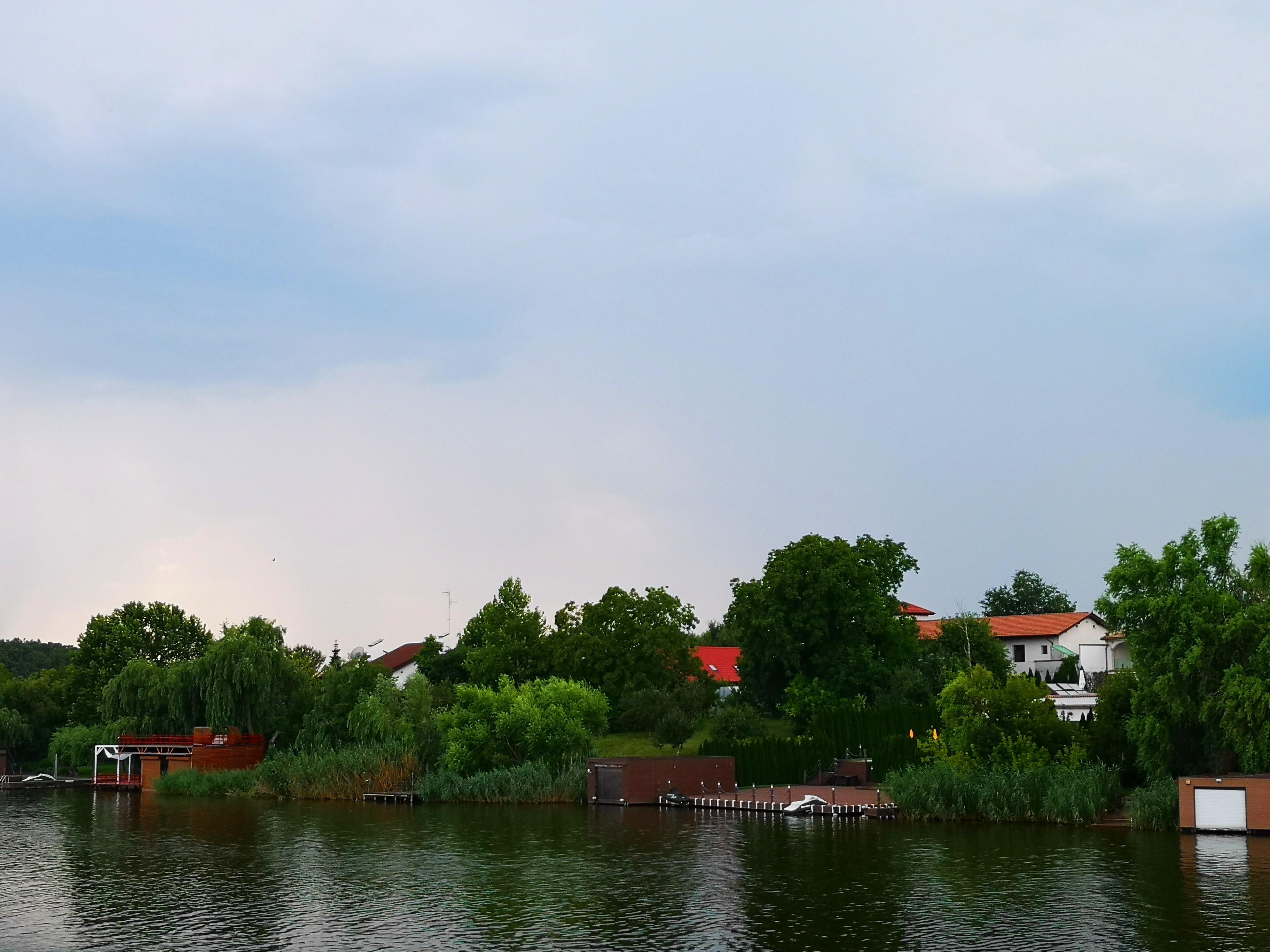 斯拉戈夫湖畔住宅,家家都有船庫