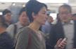 王菲素颜现身香港机场 天后摘墨镜一脸困意