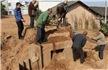 村民修房挖出南宋古墓 墓中石刻龙虎美女