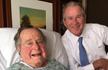 美国前总统老布什患病入院 病榻前秀父子亲情