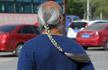 河北62岁男子梳清朝辫子 每天步行锻炼2小时