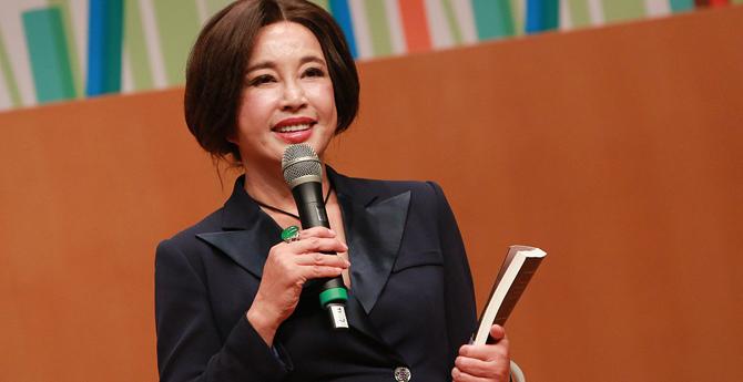 刘晓庆香港自信演讲 称:自己的成功不存在潜规则