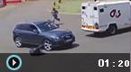 南非匪徒劫钞 运钞车狂追
