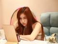 广州女学生兼职内衣模特 月入2万已买房
