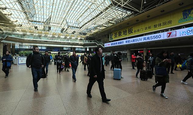 探访北京西站春运新变化 P3停车场15分钟免费落客