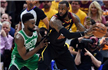NBA-骑士再胜绿军总分扳为2-2 詹皇狂轰44分