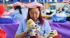 俄找中国女工制作吉祥物