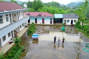 夫妻执教村小27年 看着学生从300多人到只剩1人