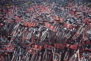 共享单车坟场车辆全当垃圾 外国网友:太浪费了