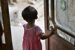 一岁半女童留守农村半年 看见年轻妇女都喊妈