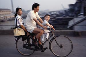 弄潮儿:70末80后儿时的彩色中国