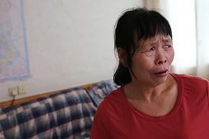丈夫儿子因病去世 养子一家迁来户口替她还10万元债