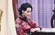 张馨予穿红色旗袍秀好身材,腰肢纤细妆容精致