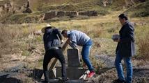 地震监测员扎根3千米高原17年 孤独难熬学狼叫发泄