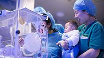 25周就出生体重仅1斤多 这些孩子在他们手中创造奇迹