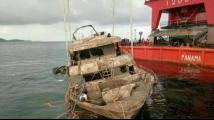 """普吉遇难船只""""凤凰号""""历经4个月 已被成功打捞出水"""