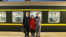 列车长夫妻连续9年没一起过年 三十晚上妻子独自一人守岁